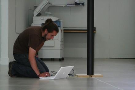 Daniel Palacios intentando avanzar y esperando transistores,...! - small
