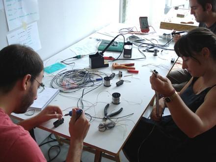 ION Soldando sensores con Ainara - small